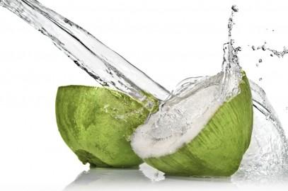 Agua de coco, refresca y cuida tu salud